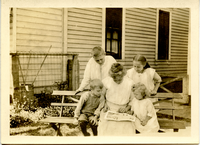 Lena Betz and her children, ca. 1914