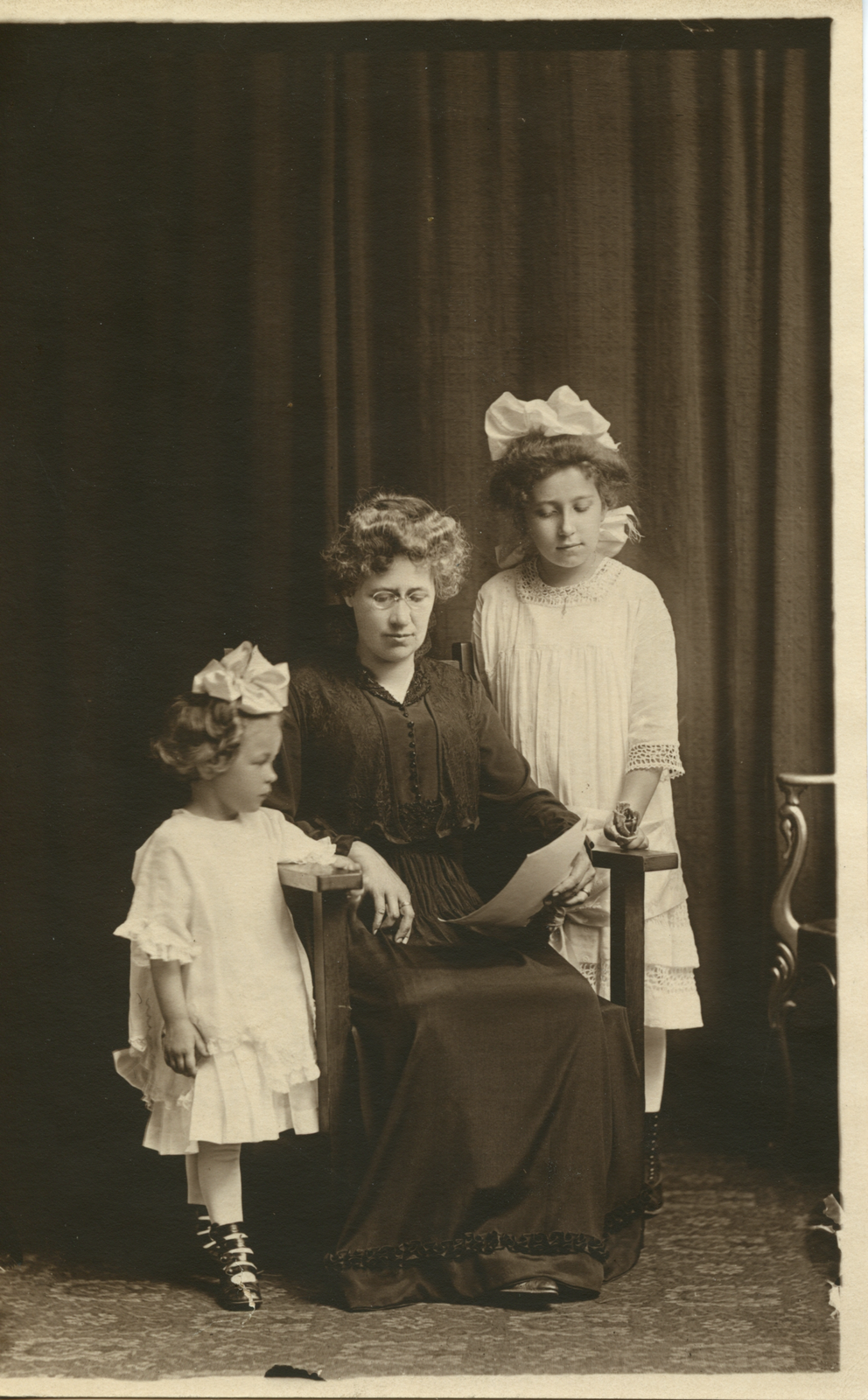 lena-betz-daughters-unknown_large