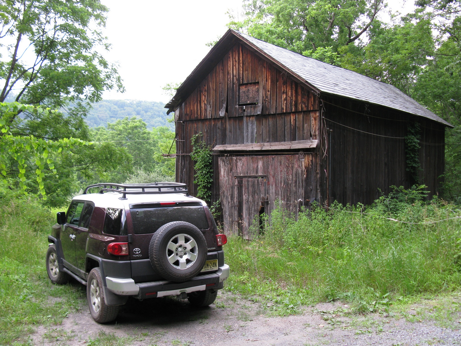 fj_mountain_rd_barn.jpg