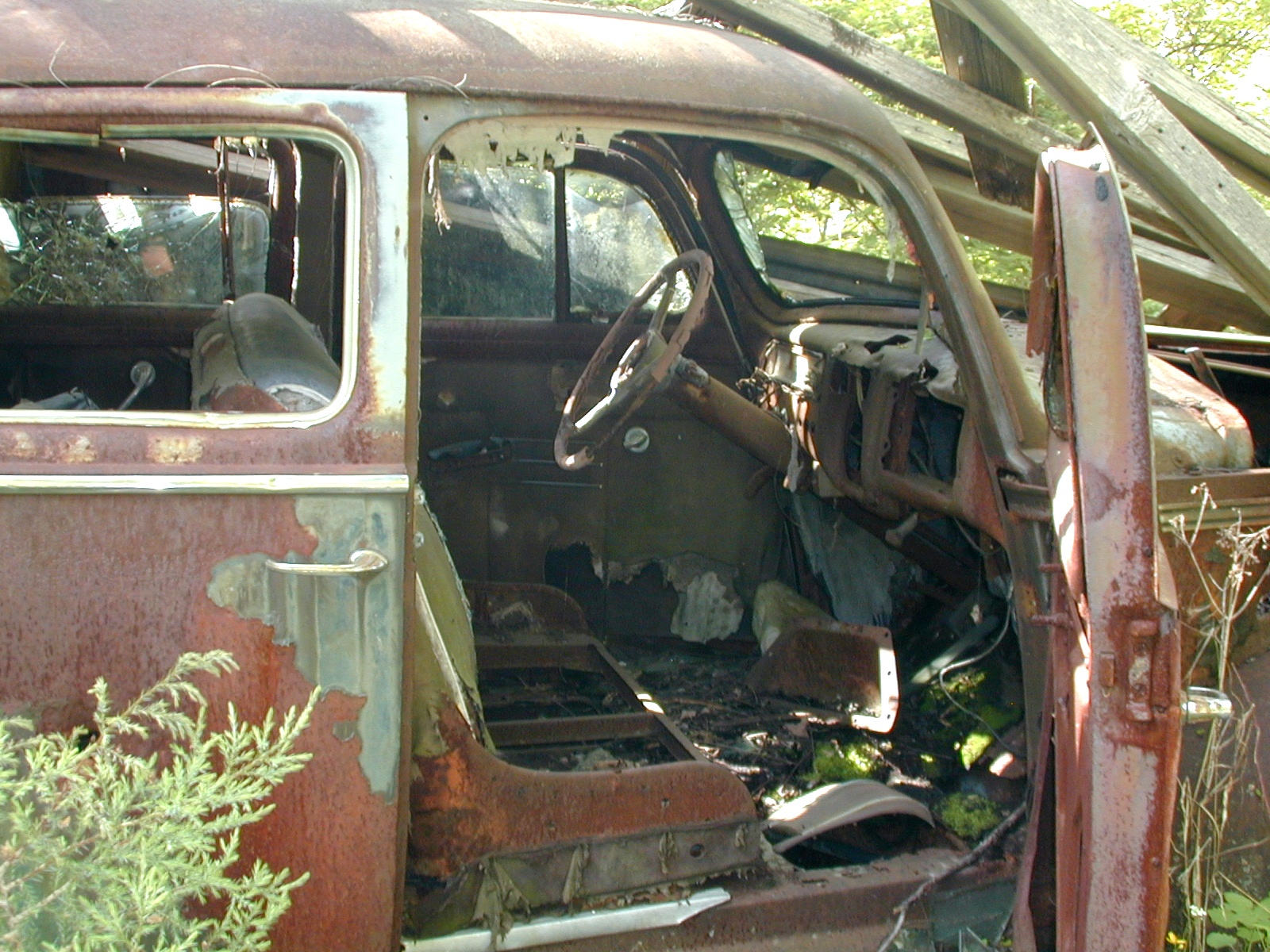 Closer side view of the old car